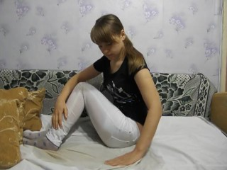 Tania soaked her tight jeans & hoses with pee