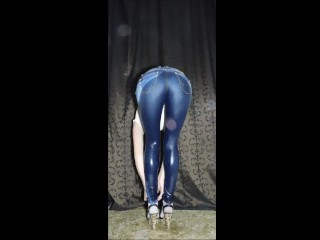Renata totally floods her tight jeans, socks and heels with her pee