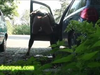 park peeing girl