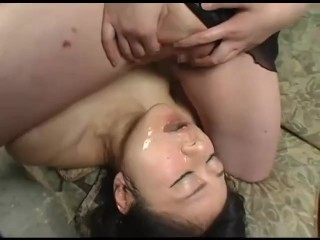 Japanese lesbian pissing and pussy licking