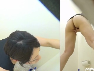 Thicc Japanese milf squirt on spycam (HQ)