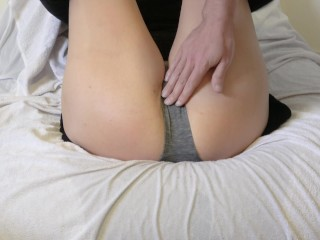 she pisses in her pantyhose while reading, it turns her on a lot!!