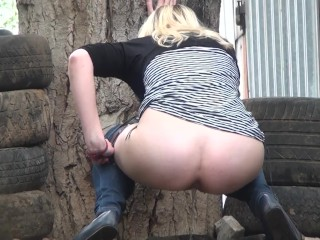 Girls desperate peeing. Outdoor pee spy
