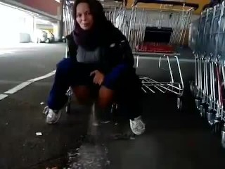 German Samira : piss everywhere ! Ass exposed to an unknown woman