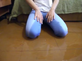Tania pisses her tight blue jeans & white socks