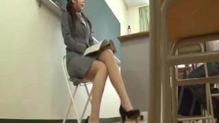 女性教師がおもらし1 Female teacher pees No.1
