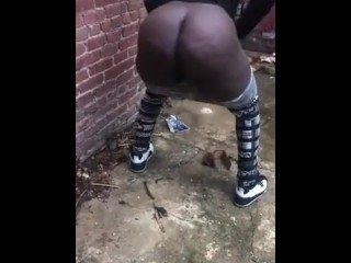 Desperate Ebony BBW takes a piss in an alley!!