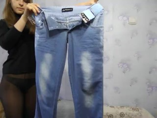 Tania pisses in tight blue jeans and socks