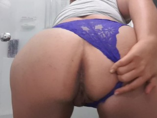 Big ass milf booty shakin' and peeing in my fav. lace panties